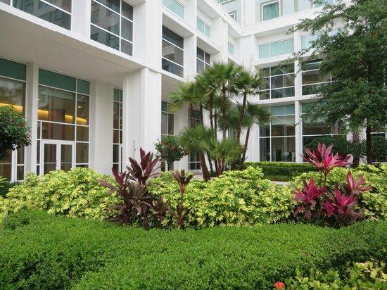 Hilton Orlando: outside