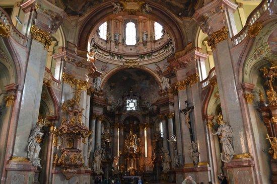 Église Saint-Nicolas de Malá Strana : Beautiful cathedral