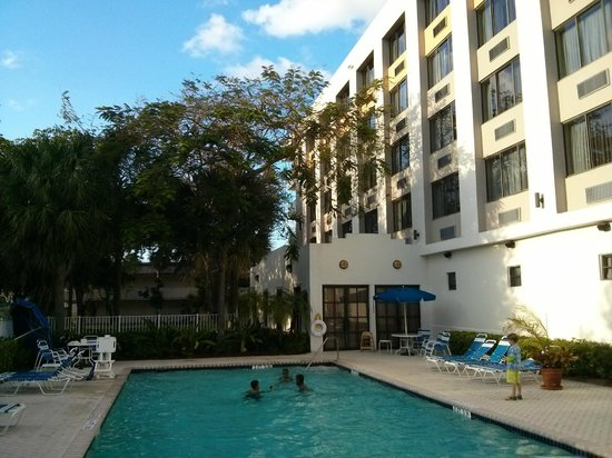 Holiday Inn Express Hotel & Suites Ft Lauderdale - Plantation : Poolbereich