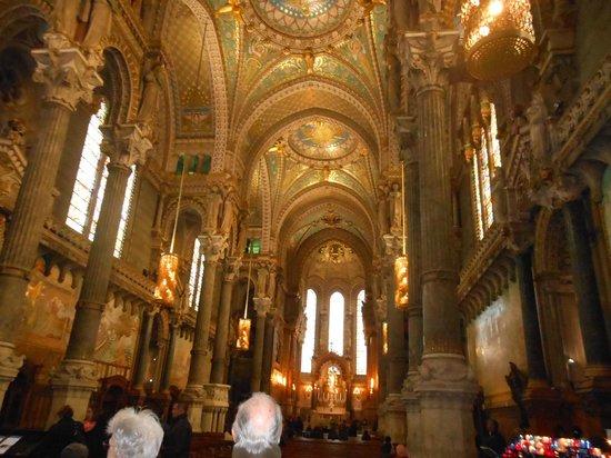 Basilique Notre Dame de Fourviere: Interior da basílica