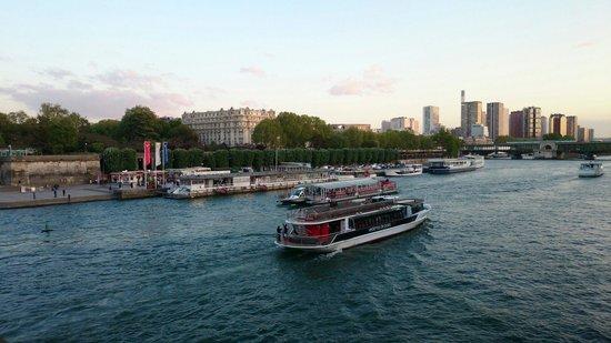 Vedettes de Paris: Vue du Pont D'Iena