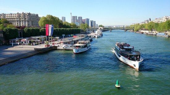 Vedettes de Paris: Nice place !