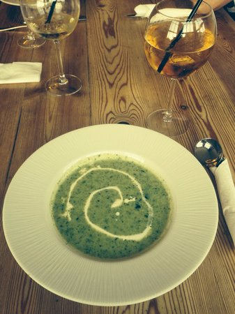 The George Inn Cafe : Gorgeous Spinach Soup accompanied by a George KO
