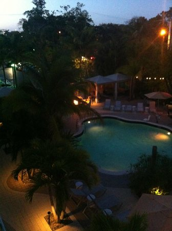Hotel Urbano: Pool area at night. You can just see the bonfire around the trees.