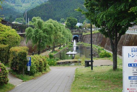 Takamori Yusui Tunnel Park : 高森湧水トンネル