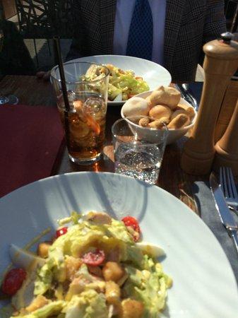 Maio Restaurant : Chicken Salad