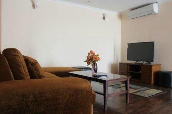 Retreat Serviced Apartments: Living Room Apartment 2B