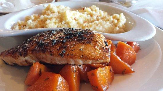 Mahi Mah's Seafood Restaurant : Bronzed salmon, candied carrots,  cheddar grits.