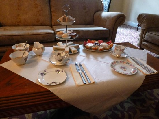 Charlemont Arms Hotel : Afternoon tea