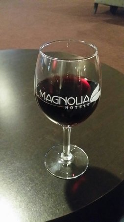 Magnolia Hotel Houston: Happy hour