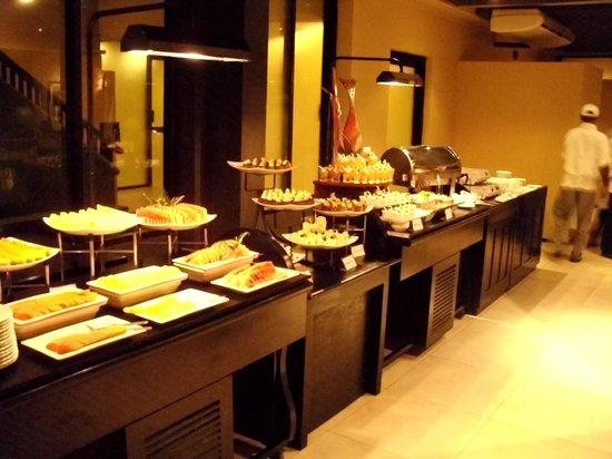 The Surf Hotel: Dessertbuffet abends