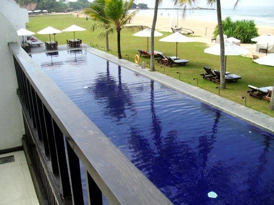 The Surf Hotel: Blick vom de luxe Zimmer auf den großen Pool