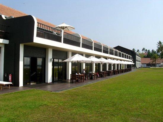 The Surf Hotel: Superiorzimmer mit großer Terrasse und Restaurant außen