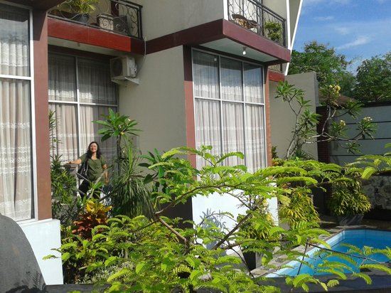 Pondok Gajah Hotel : the 2 story of 2 bedroom villa with a pool.