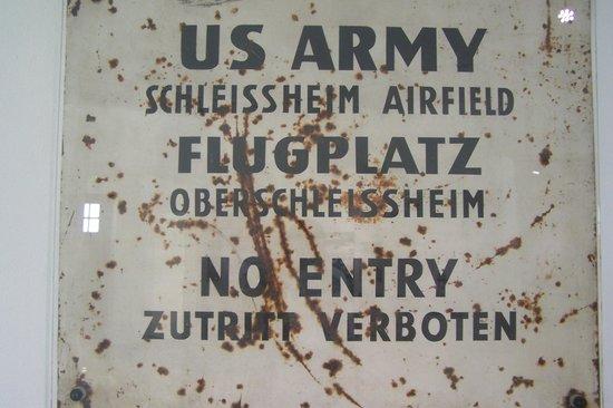 Flugwerft Schleißheim: Послевоенная надпись