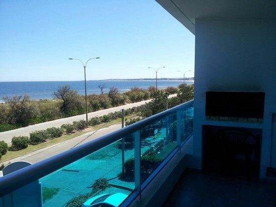 Apart Hotel Punta Azul: Terraza amplia y luminosa con parrillero!