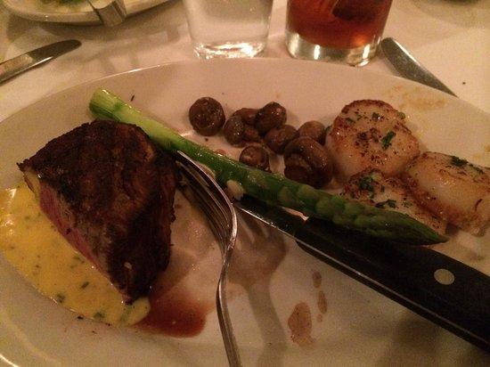 Hugo's Frog Bar & Fish House : Steak & scallops
