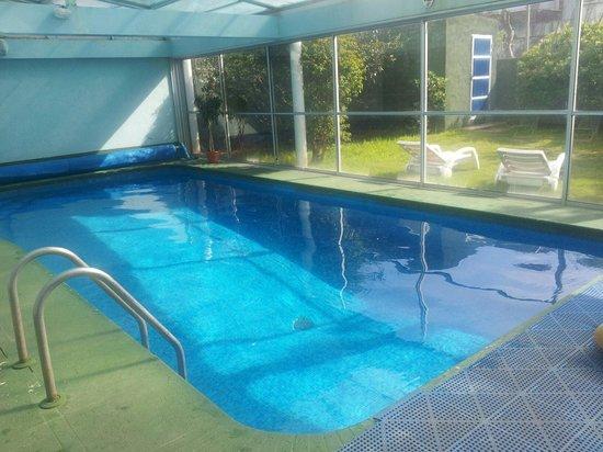 Apart Hotel Punta Azul: Piscina amplia