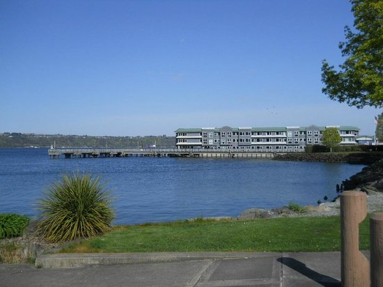 Silver Cloud Inn Tacoma - Waterfront : view from walking along the waterfront heading to the RAM restaurant