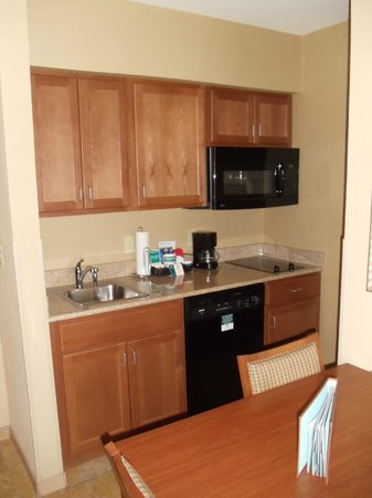 Homewood Suites Decatur-Forsyth: Kitchen