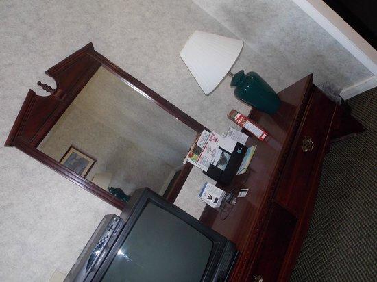 Days Inn by Wyndham Parsippany : Televisão