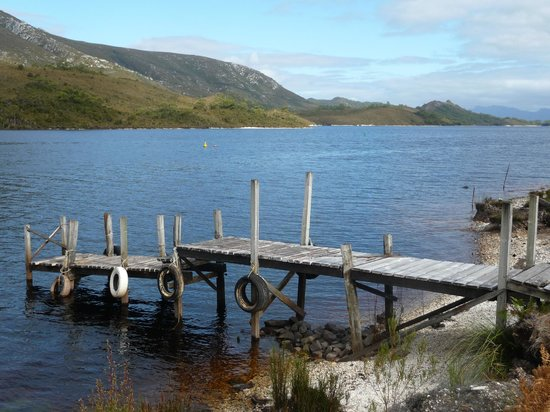 Pedder Wilderness Lodge : Short walk from chalet, Lake Pedder