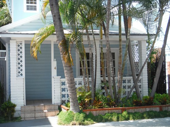 Douglas House : unit 4... right on the street, seating on the front porch, queen bed, small microwave & refrig,