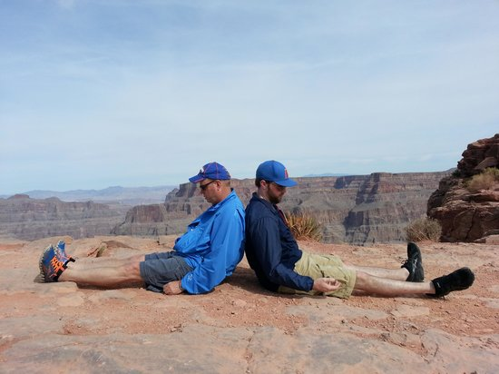 Grand Canyon Skywalk: Duffnering on the west rim