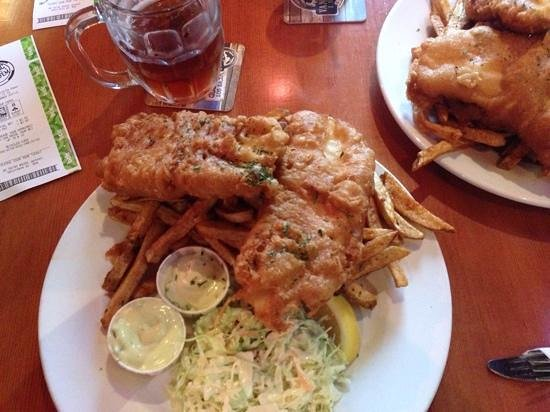 Buffy's Pub: huge portion of fish and chips