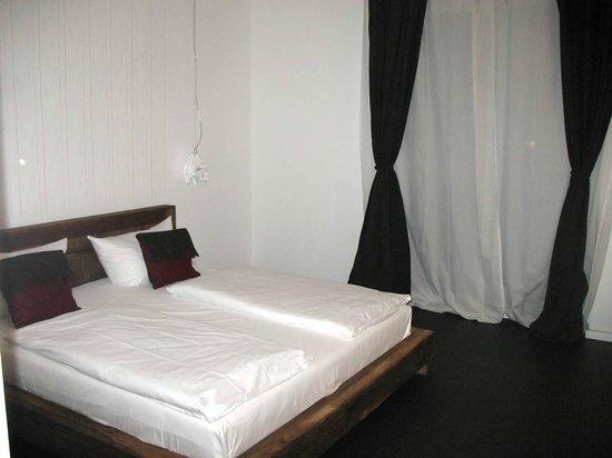 Almodovar Hotel: Bed