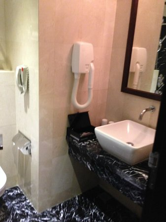 Silk Path Hotel: bathroom
