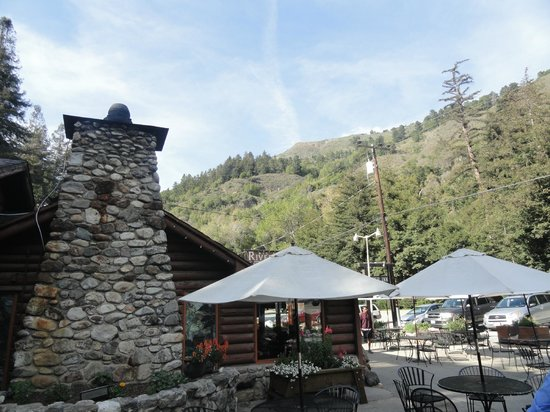 Big Sur River Inn Restaurant : The entrance of the restaurant