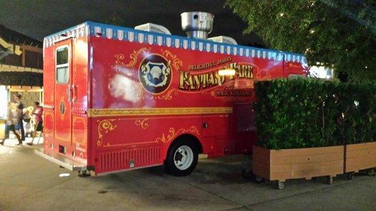 Disney Springs : Loud food truck