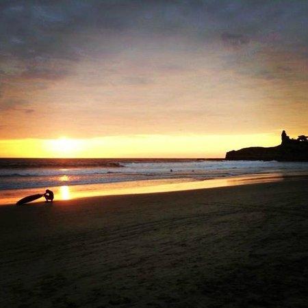 Balsa Surf Camp: Sunset en Montañita!!! :)
