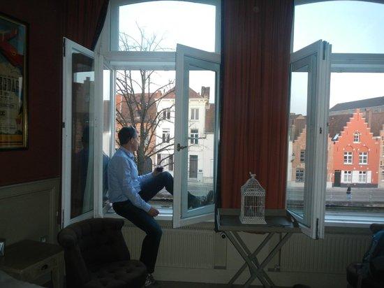 Hotel Ter Duinen: Room overlooking canal