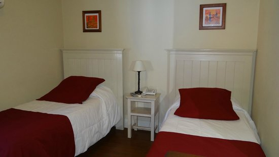 Ayres Hotel: Parte de la habitación