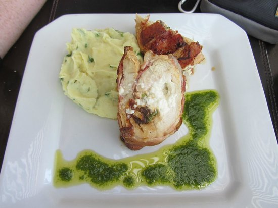 Cactus y Pescados: Stuffed Chicken with Mashed Potatoes