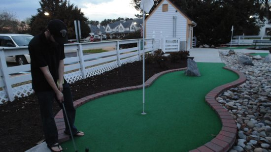 The Historic Powhatan Resort : There's a pretty, cheap and cool mini golf course! Which you can use until like 10 pm