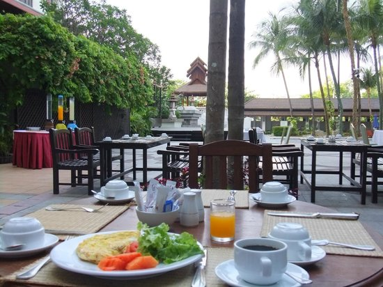 Chatrium Hotel Royal Lake Yangon : 朝食会場