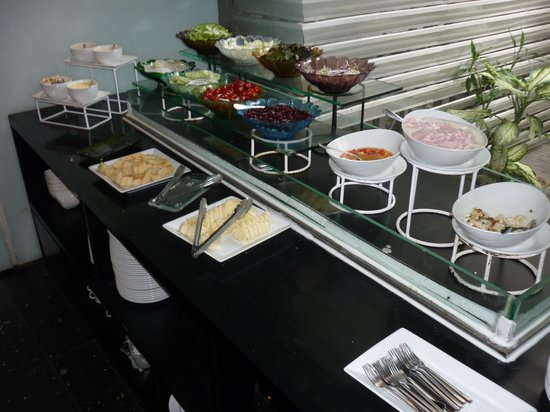 The Heritage Bangkok: Breakfast salad and yoghurt bar - unrefrigerated with little bugs flying around