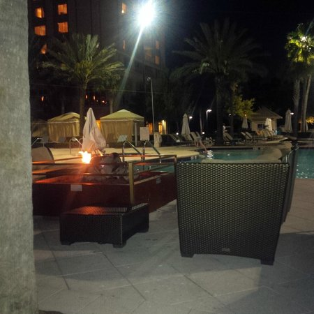 Waldorf Astoria Orlando: fireplaces by the pool