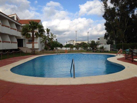 Hotel Pradillo Conil: Piscina