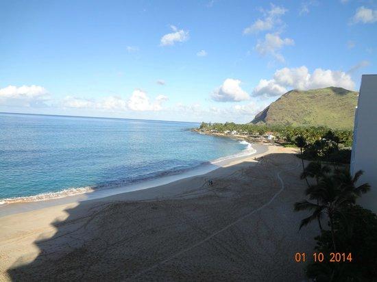 Hawaiian Princess Resort: A nice beach to walk along each day