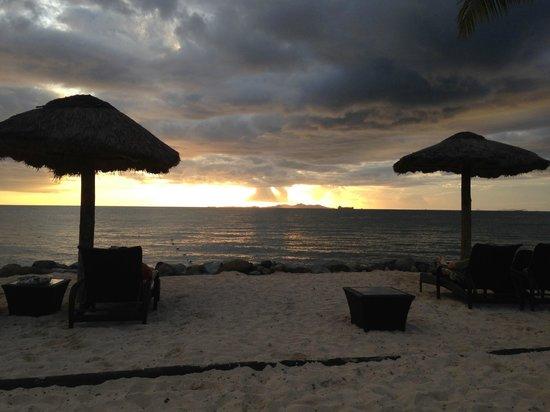 Wyndham Resort Denarau Island: Sunsets from hotel at night