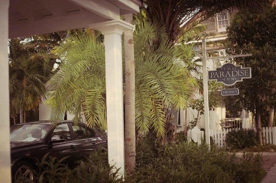 The Paradise Inn : Entrance
