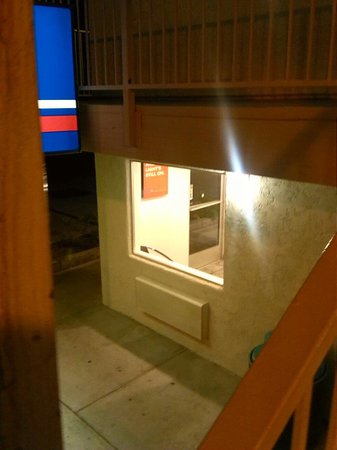 Motel 6 Twentynine Palms: Front desk