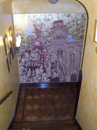 Grand Hotel Duchi D'Aosta: A hallway with parquet flooring