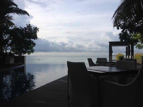 Aston Balikpapan Hotel & Residence: Swimming Pool Area
