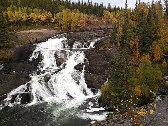 Cameron River Falls Trail: キャメロン滝