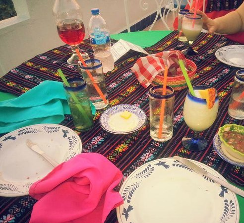 Su Casa: Our colorful table.